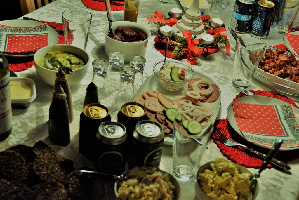 Man kan blive syg af julemad - derfor er det vigtigt, at du husker god køkkenhygiejne, så du undgår bakterier i julemaden.