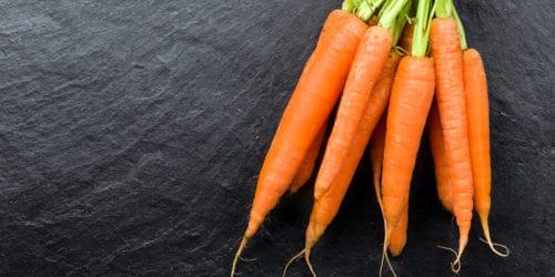 Du kan faktisk spise dig til et bedre syn, og det handler blandt andet om at spise flere grøntsager. Og her er der nogle grøntsager, der er bedre end andre. Du kan eksempelvis spise flere gulerødder, for de er gode for øjnene.