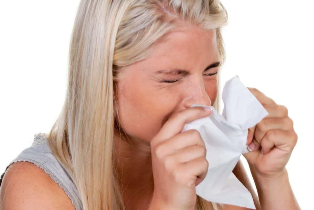 Hvordan smitter forkølelse og hvad er de typiske symptomer på forkølelse? Det får du svaret på i denne artikel.
