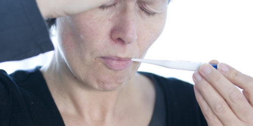 Influenza-symptomer kan variere meget - men ofte får man feber og er generelt meget sløj.