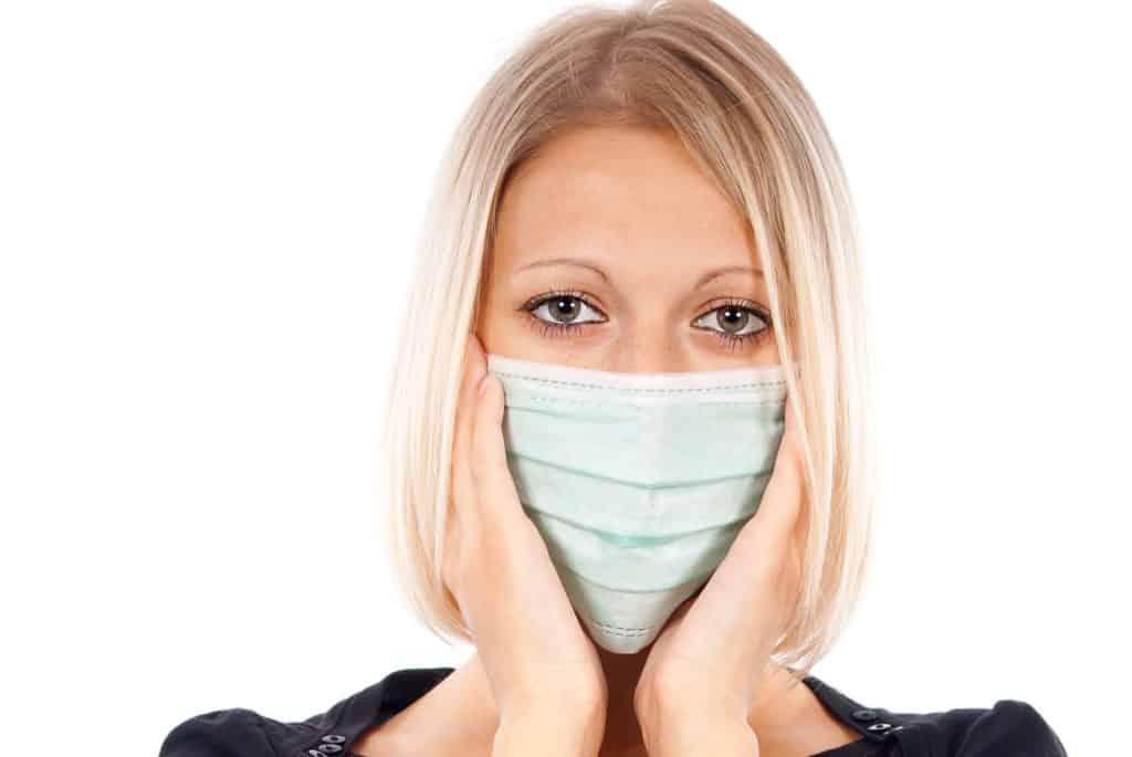 Influenzavirus A spredes lige som de andre typer af influenza gennem viruspartikler du indånder eller hvis du får virus på dine hænder og derefter rører ved næse, øjne eller mund. Influenzavirus A betragtes som den farligste influenza.