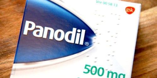 Kan Panodil blive for gammel, og er det farligt at indtage hovedpinepiller, der har overskredet sidste anvendelselsdag? Det korte svar er, at det ikke er farligt at spise Panodil, der har overskredet holdbarhedsdatoen, men de kan have en mindre effekt. Foto: Altomsundhed.dk.