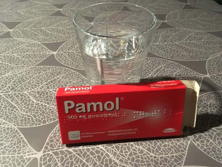 Pamol indeholder paracetamol og hjælper på ondt i hovedet og andre svage smerter.