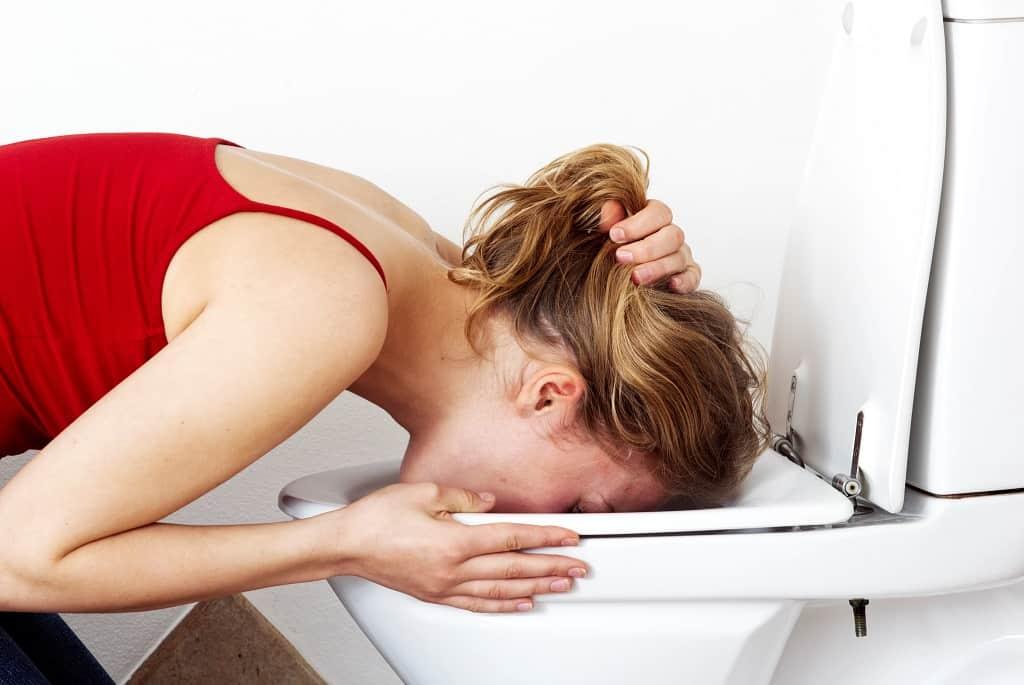 Roskildesyge er ekstremt smitsomt. Sygdommen har symptomer som opkast, diarre, svimmelhed, feber og ildebefindende.