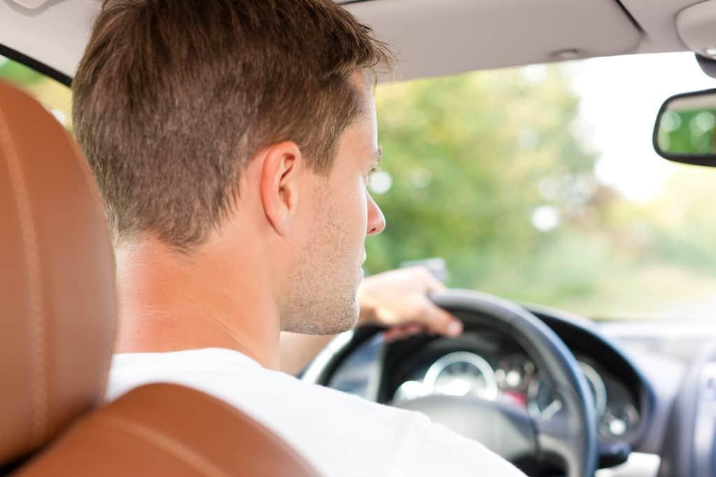 Billede resultat for køresyge og mand der kører bil